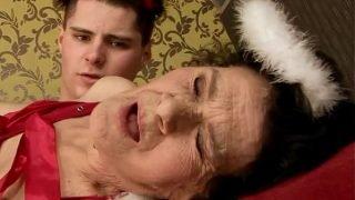 Amateur mature granny drilled hard