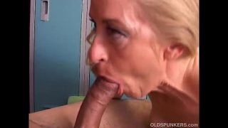 Gorgeous mature cougar loves to fuck