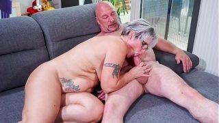 HAUSFRAU FICKEN – Chubby German granny fucks her husband during mature amateur tape