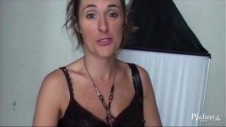 Léona, belle brunette aux envies de sexe