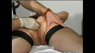 Mature fatty gets her cunt fisted