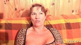 Mature libertine aux gros seins grave double penetree et couverte de sperme