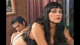 Mature pornstar waits for anal sex and enjoys a hard wiener