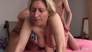 REIFE SWINGER – German amateur mature swingers banging in hardcore threesome
